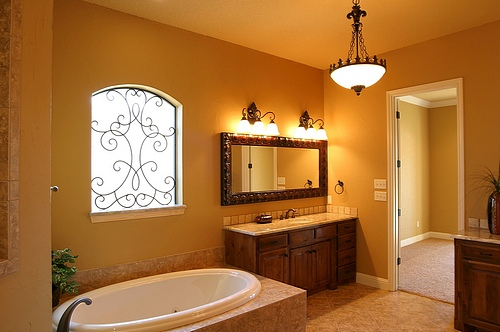 new-Bathroom-Lighting-Tips-for-home-interiors