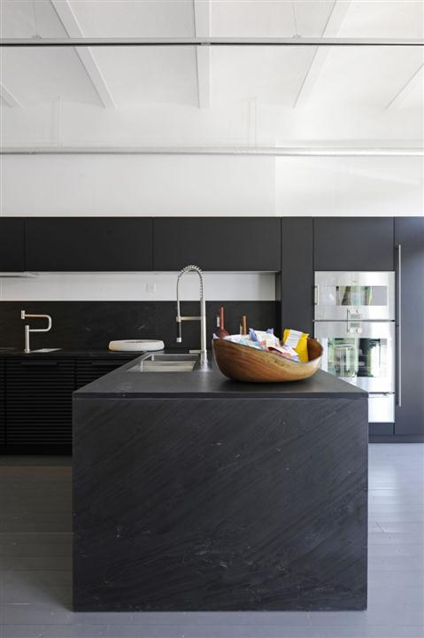 Black-Elegant-And-Modern-Kitchen-Design-3