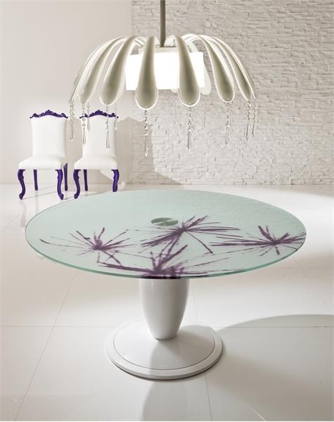 Elegant-Dining-Room-With-Bright-Purple-Interior-2